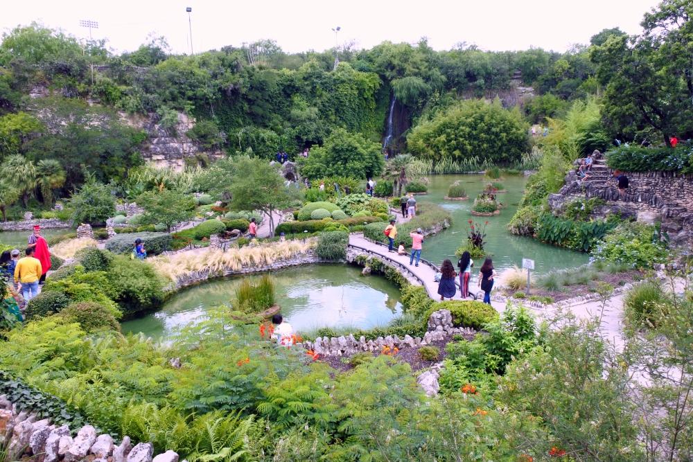 日本庭園・高所からの眺め