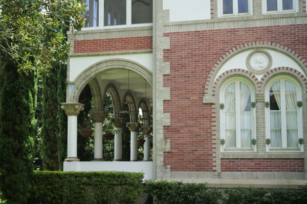 司教館の柱頭