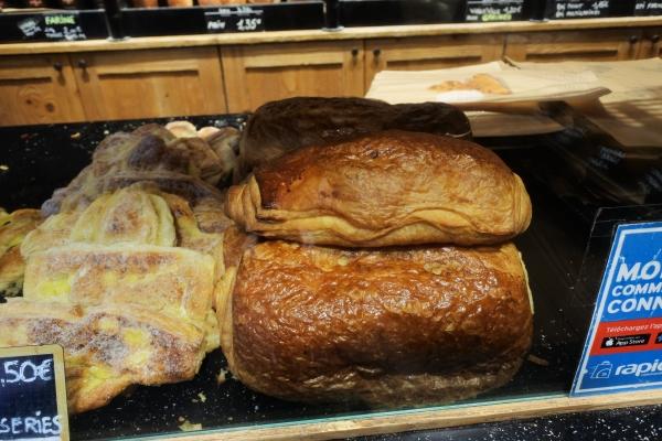 マキシサイズのパンオショコラ