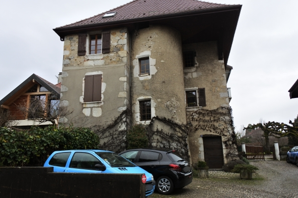 古そうな人の家